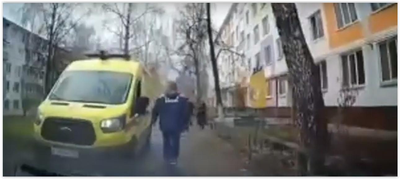 Прокуратура начала проверку: Женщина выгнала с парковочного места «скорую»