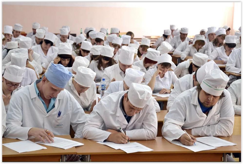 К борьбе с коронавирусом привлекли более 200 студентов-медиков