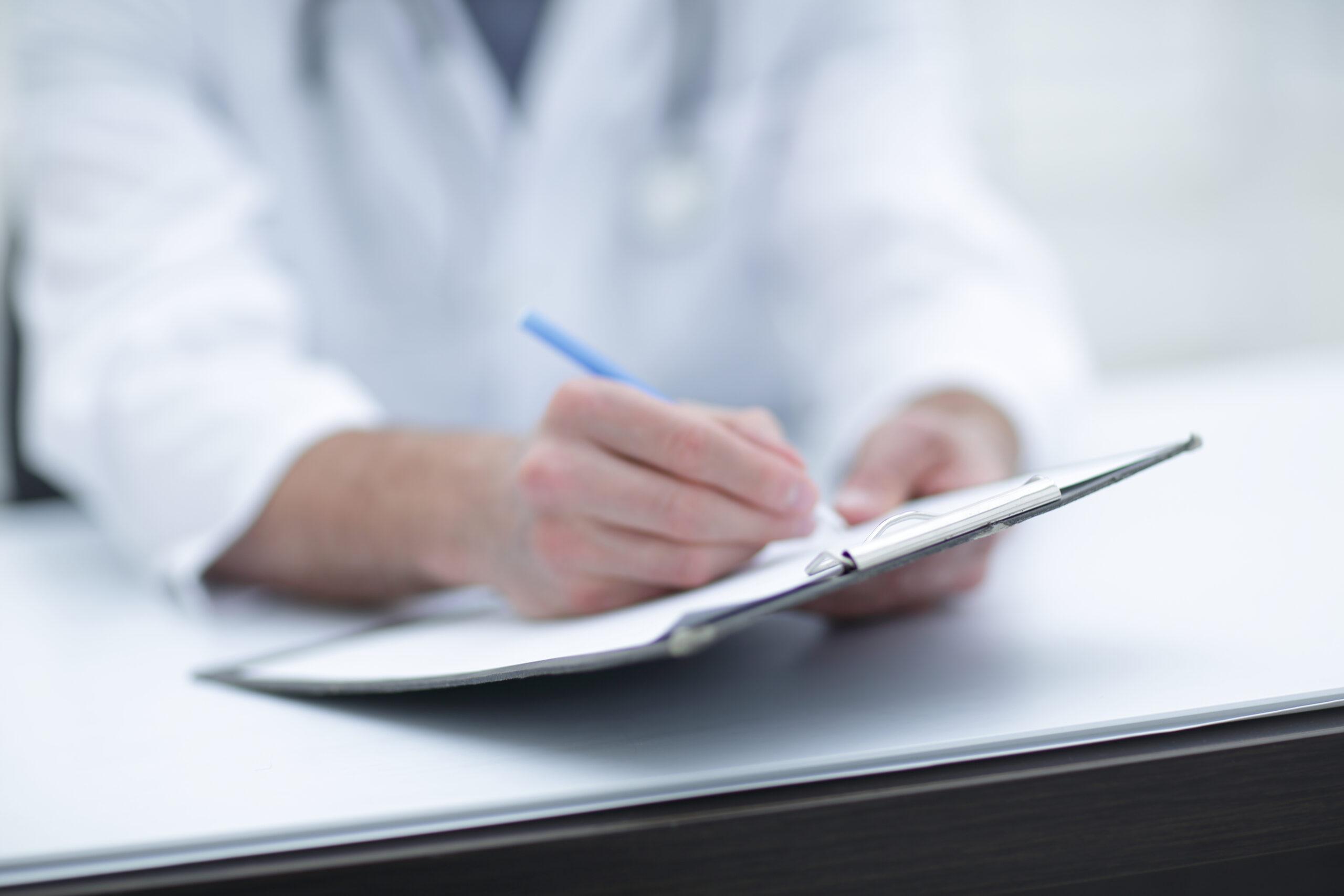 СК возбудил уголовное дело в отношении врача за «диспансеризацию» уже умершего человека