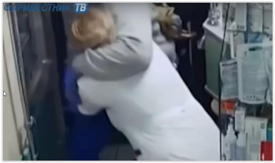 В Курске на три года осудили напавшего с осколком бутылки на фармацевта аптеки