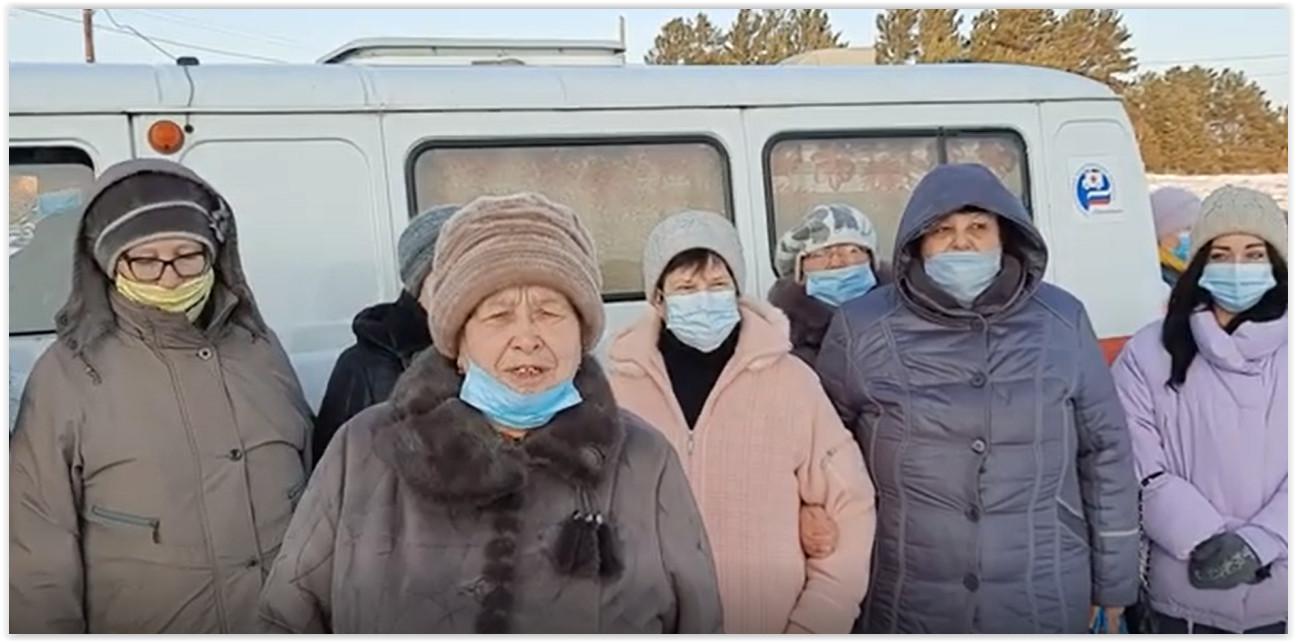 Жителей уральского села фельдшер принимает раз в неделю в холодном УАЗе вместо медпункта