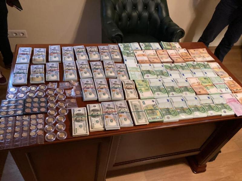 В Петербурге сотрудники ведомственной поликлиники подделывали справки для получения страховых выплат
