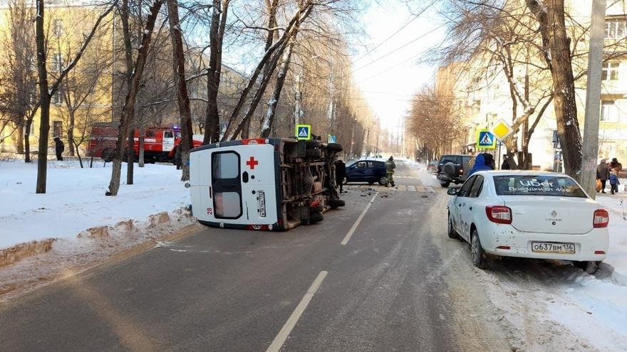 В ДТП со «скорой» пострадали фельдшер и водитель