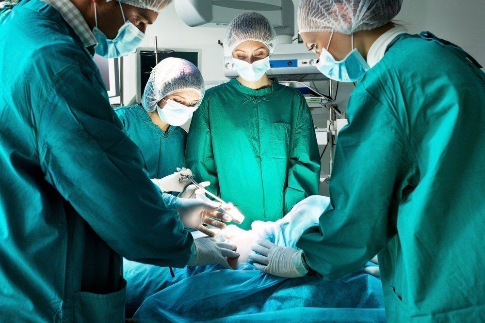 Минтруд запретил медработникам находится в операционной в капроновой и шёлковой одежде