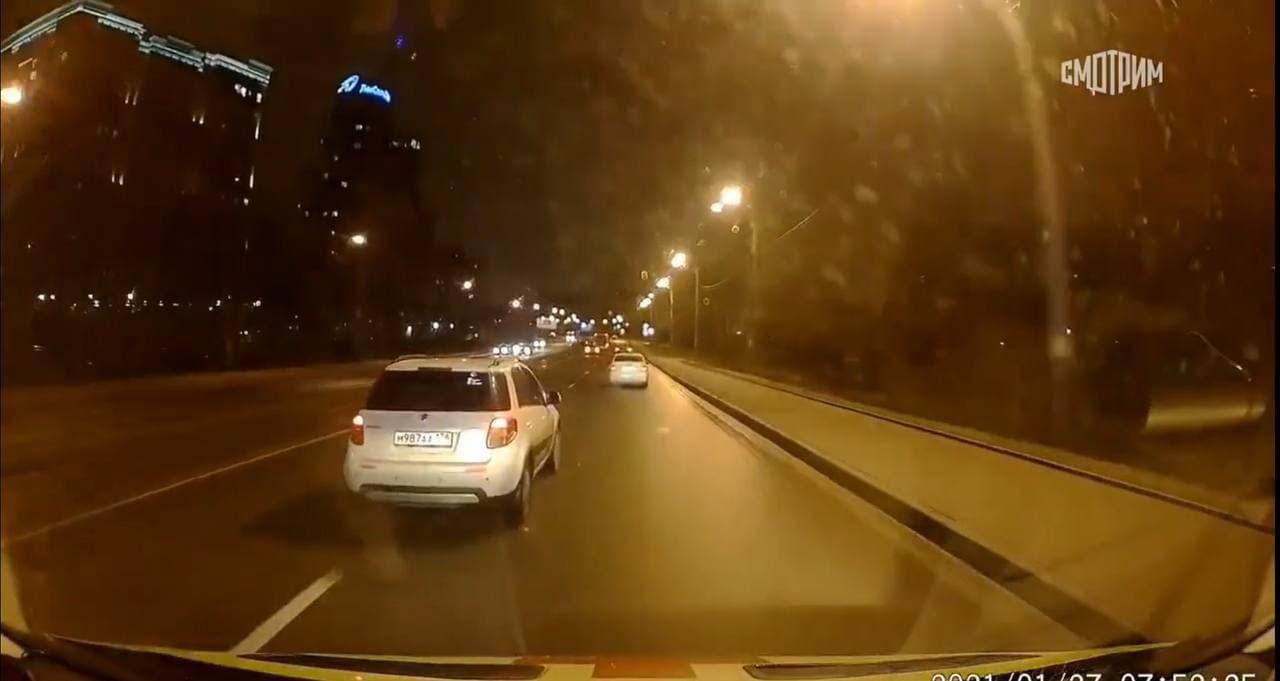 В Петербурге водитель иномарки специально не пропускал «скорую» с включенными спецсигналами