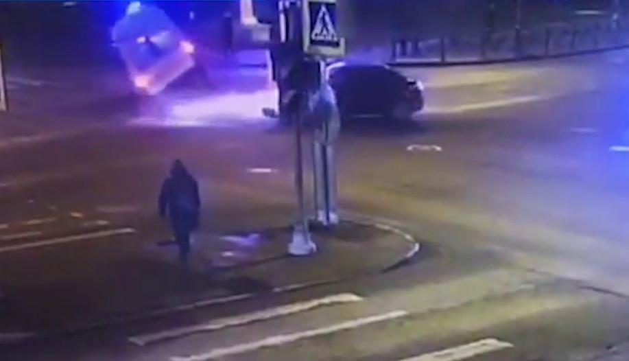 В Петербурге в ДТП со «скорой» пострадали фельдшер и пожилой пациент