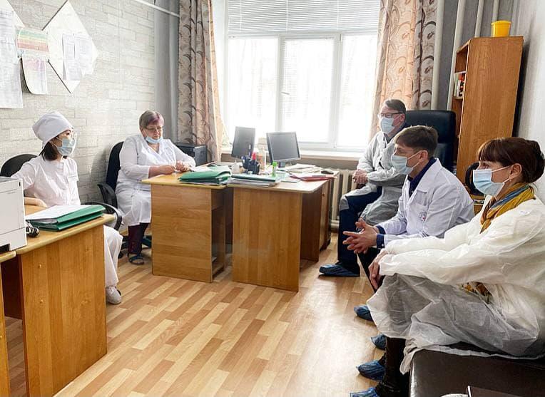 Минздрав не выявил нарушений в работе главврача больницы, откуда хотели уволиться все хирурги