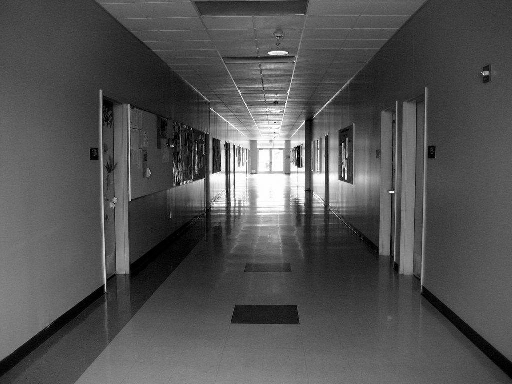 В Приамурье мужчина проткнул травматологу живот за просьбу надеть защитную маску в стационаре