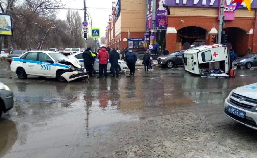 В Саратове возбудили уголовное дело по факту ДТП «скорой» и полиции