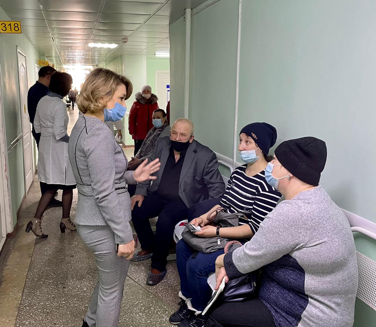 Минздрав разработал план избавления от очередей в омской поликлинике