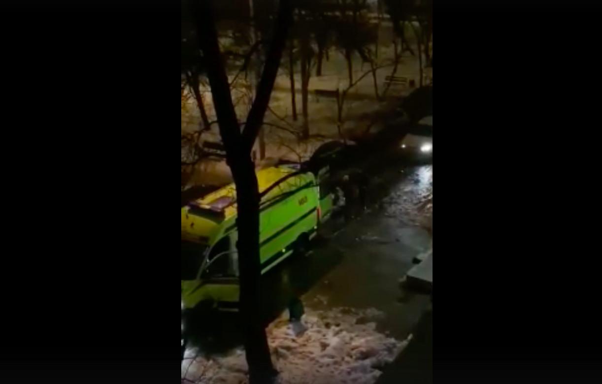 Пьяные москвичи избили водителя и пытались угнать машину скорой помощи