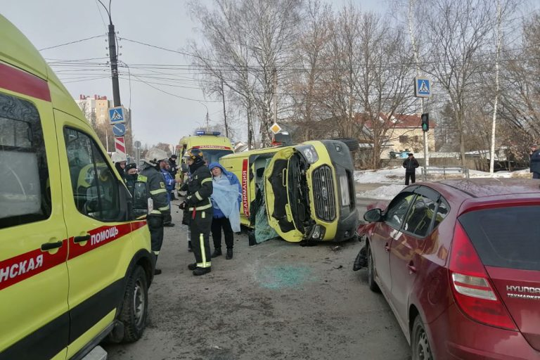 В Твери в ДТП пострадала медик скорой помощи