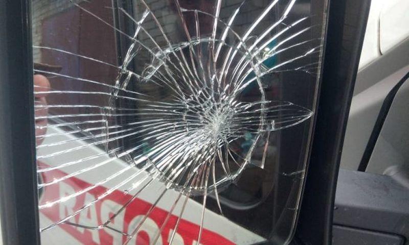 Ярославец разбил зеркало на «скорой», потому что ему не понравилось место парковки машины