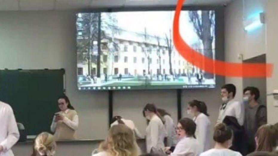 В Воронеже 30 студентов медвуза пострадали из-за включенной лампы кварцевая во время занятий