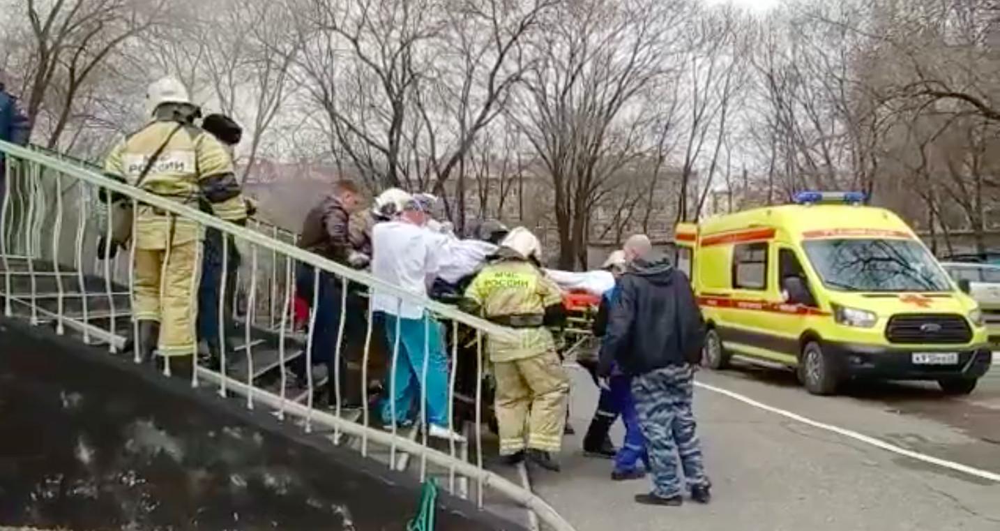 Губернатор Амурской области распорядился наградить медработников, которые остались и завершили операцию.