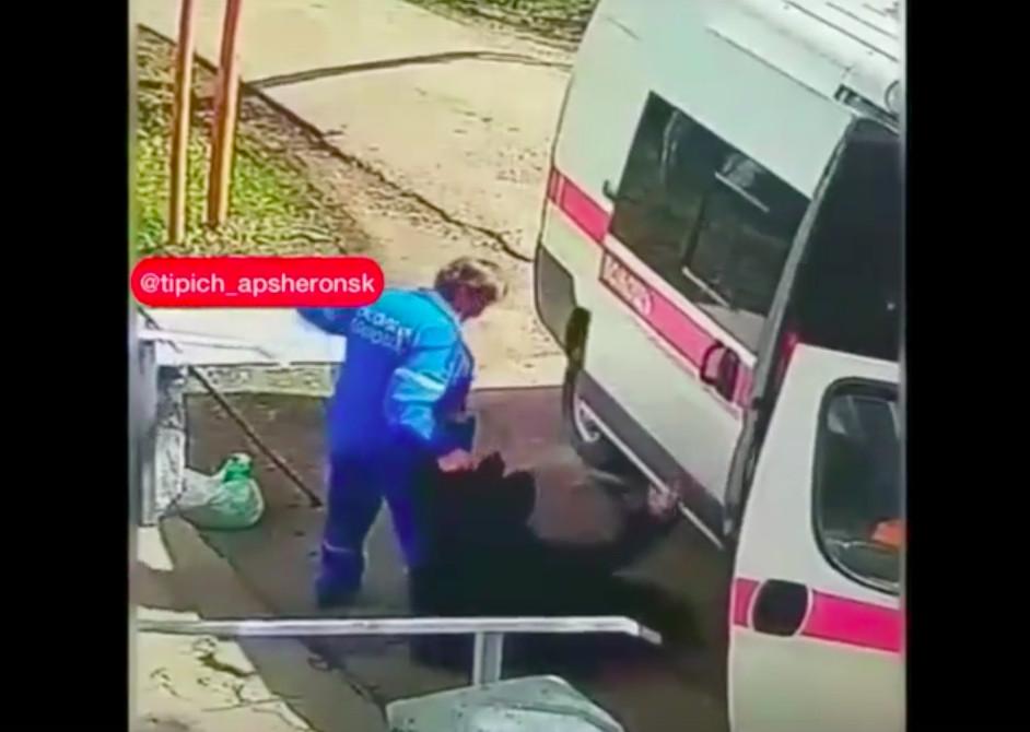 На Кубани прокуратура проверяет фельдшера после видео с бездомным