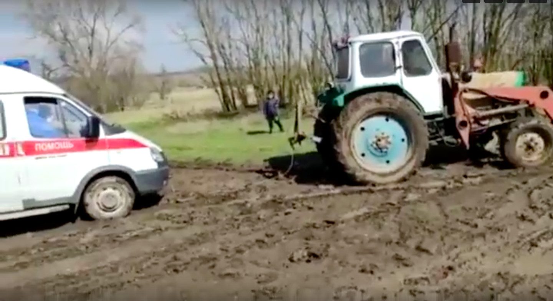 В Ростовской области умер пациент, по дороге к которому «скорая застряла в грязи
