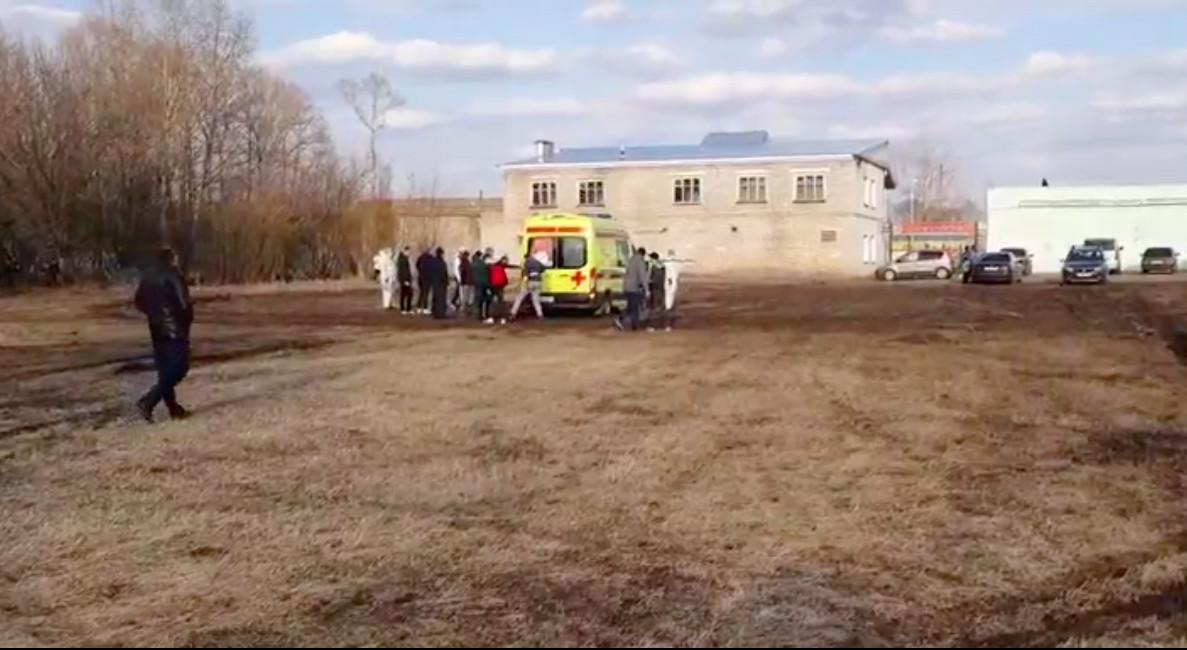 Под Тверью вертолёт только со второго раза забрал пациента из-за застрявшей в грязи «скорой»