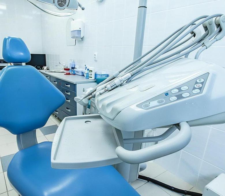 «Зуб попал в дыхательные пути»: Мальчик стал инвалидом после посещения стоматолога