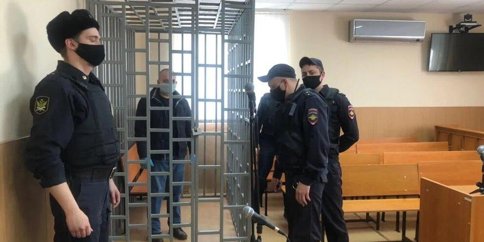 Суд на 3 месяца продлил арест убившему медсестру врачу Фатежской ЦРБ