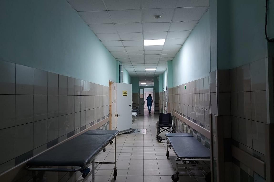 В алтайской больнице на месяц закрывается отделение из-за отпуска единственного хирурга
