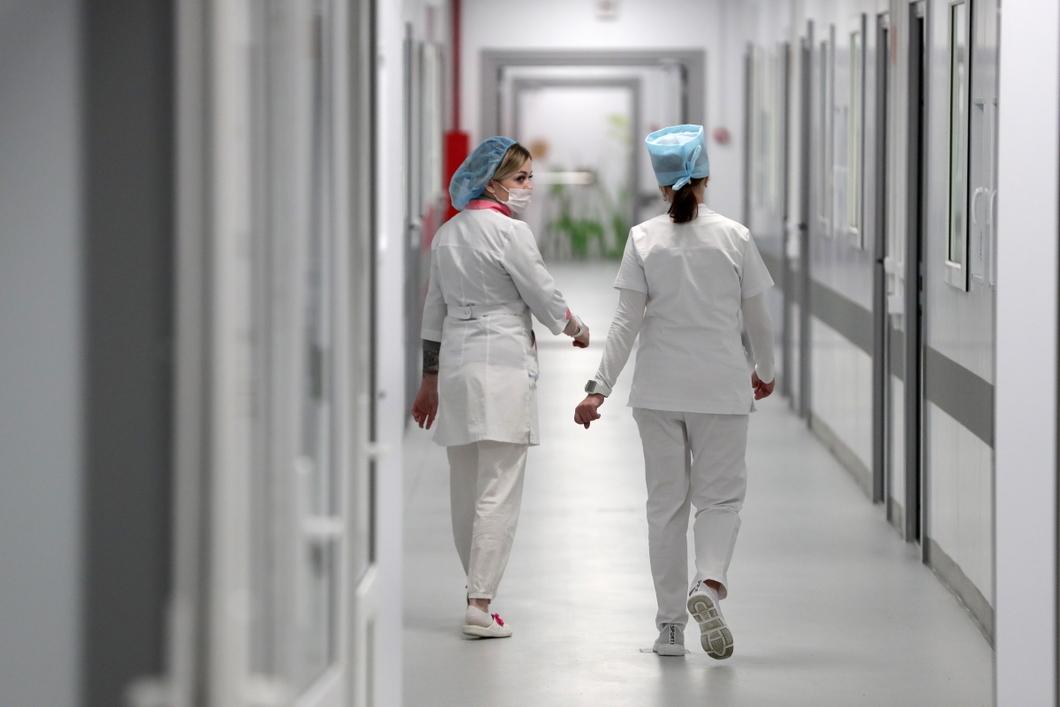 «Они просто выгорали и увольнялись»: В иркутской поликлинике к врачу записаны 62 человека