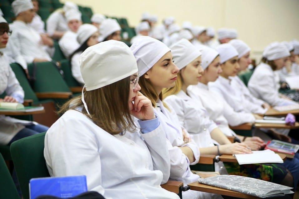 В Новосибирске 1200 студентов-медиков приобщают к борьбе с коронавирусом