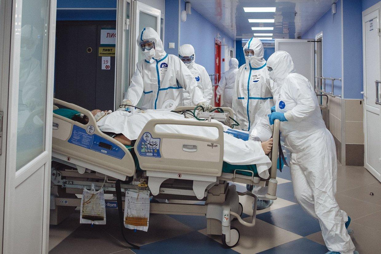 «Врачей нет, они все болеют»: В Бердске не осталось на работе медиков ковид-бригады