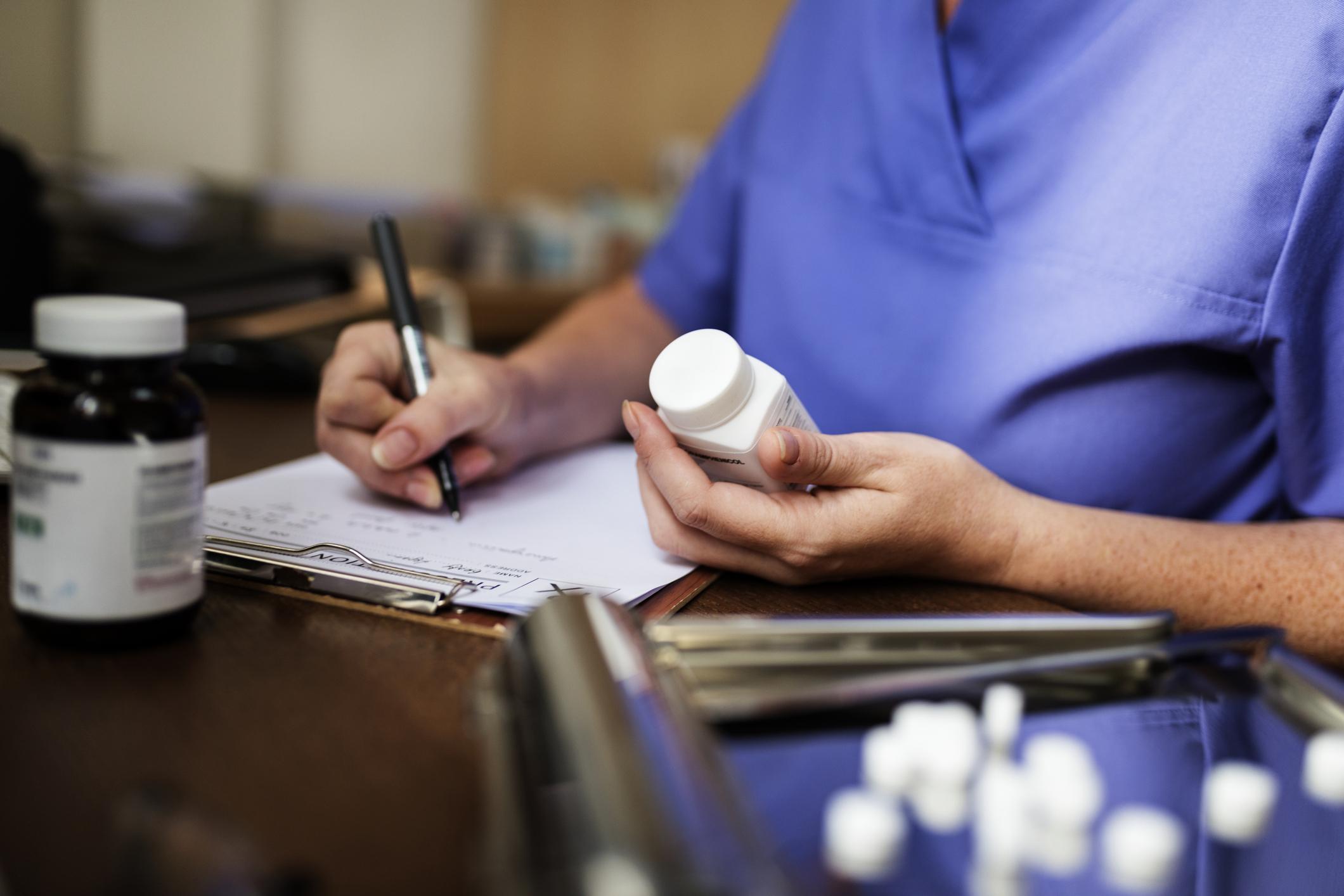 Госдума сняла с медработников уголовную ответственность за утрату наркотических препаратов