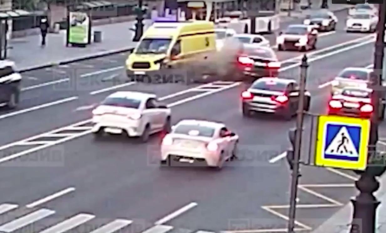 В Петербурге во время ДТП пострадали два фельдшера и водитель «скорой»