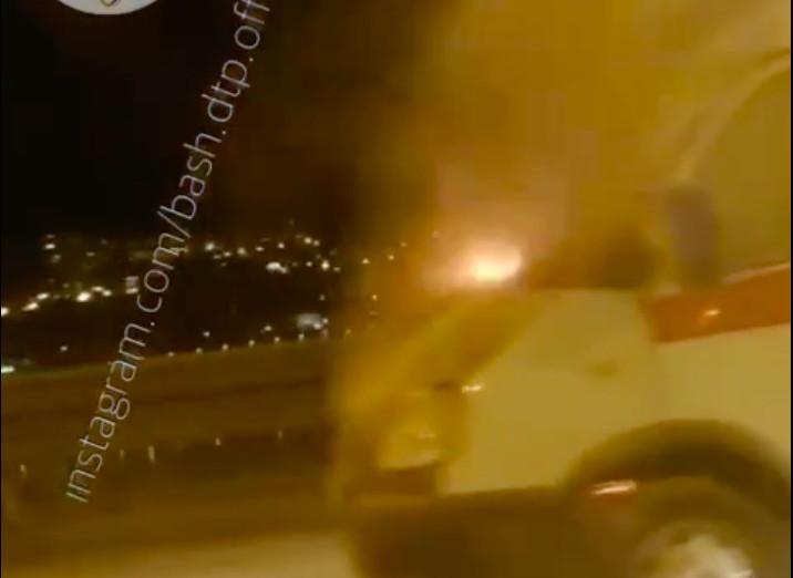 В Уфе прямо на ходу загорелась машина скорой помощи