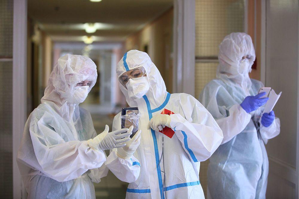 На оплату отпусков медицинским и социальным работникам направят 8,3 млрд рублей