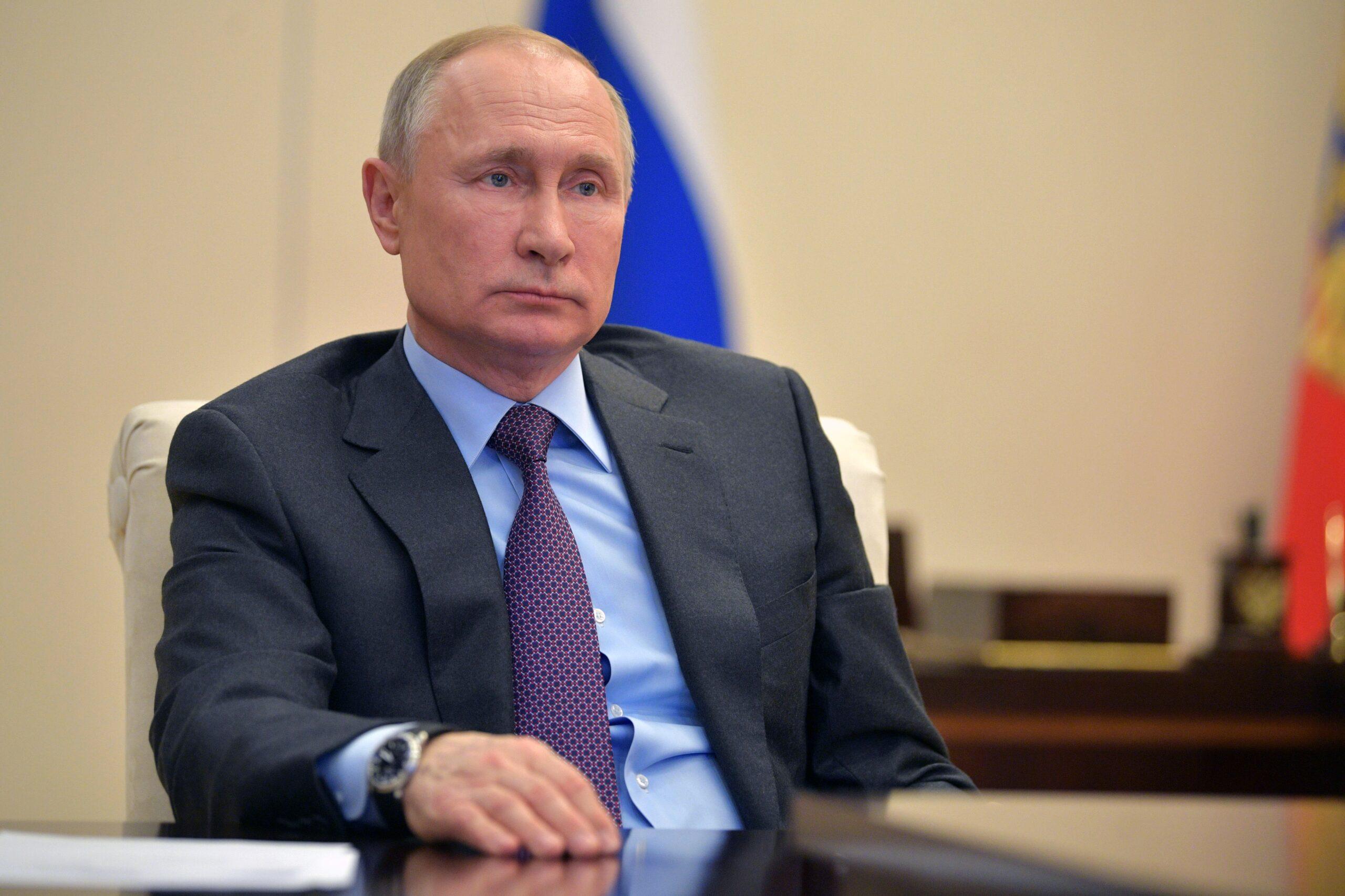 Путин: Нужно убеждать людей сделать прививку, но навязывать её нельзя