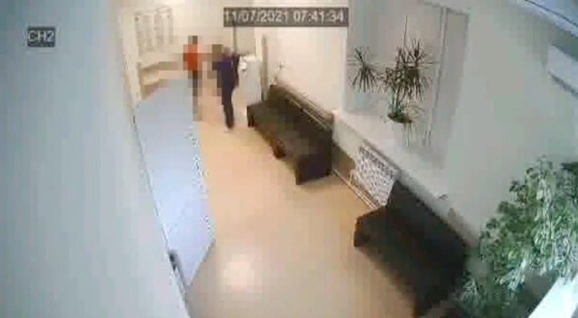 Саратовский СК начал проверку после нападения на врача за просьбу надеть маску