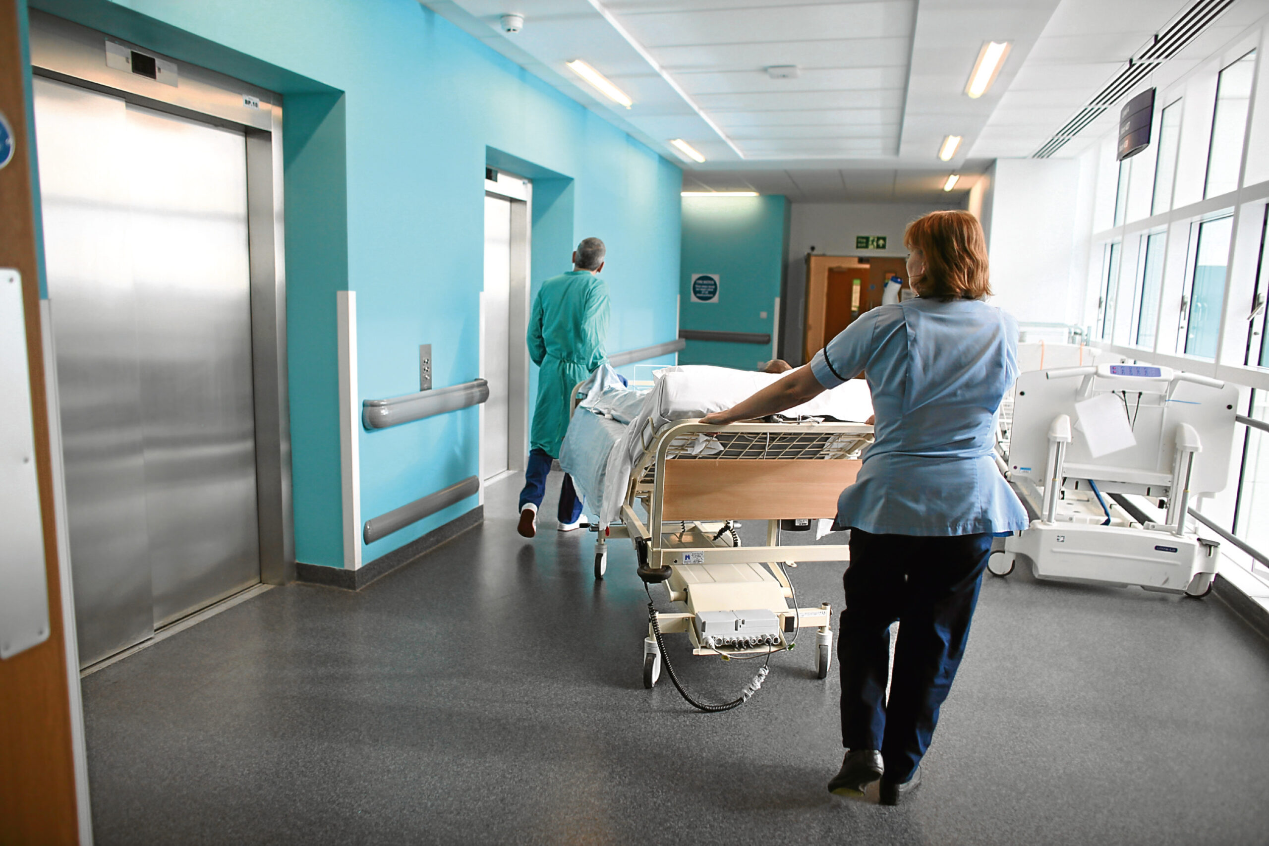 В стационарах разрешили при лечении использовать лекарства пациента или благотворителей