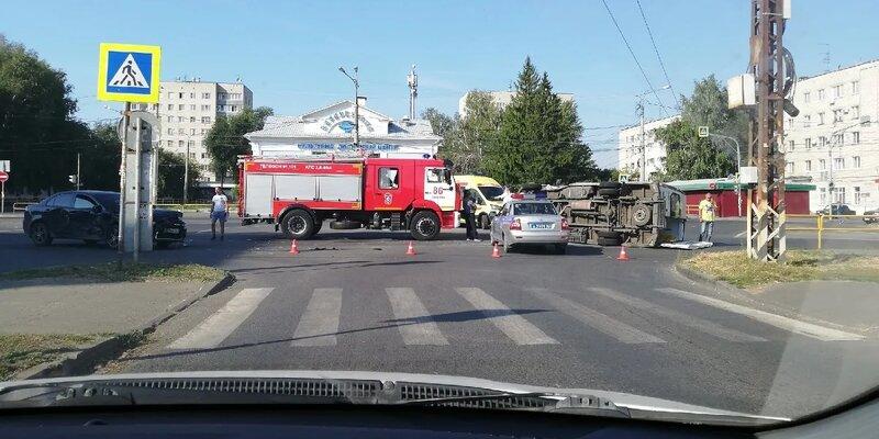 В ДТП пострадали водитель и два пассажира скорой помощи