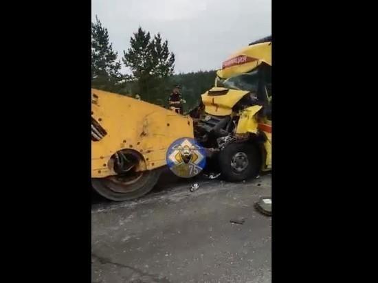 В ДТП с катком погиб водитель скорой помощи