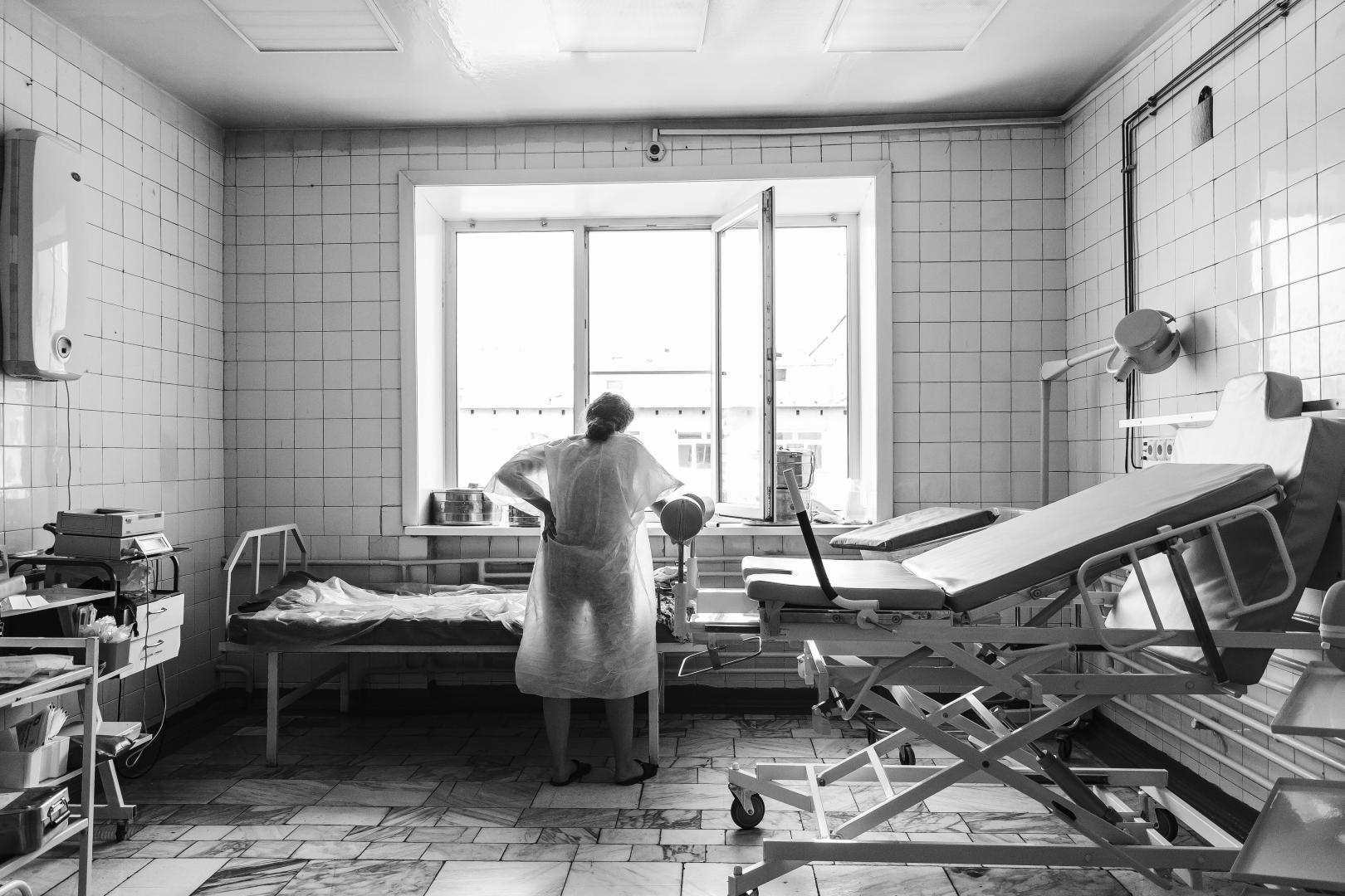 В Башкирии роженица выбросила из окна новорожденного ребёнка соседки по палате