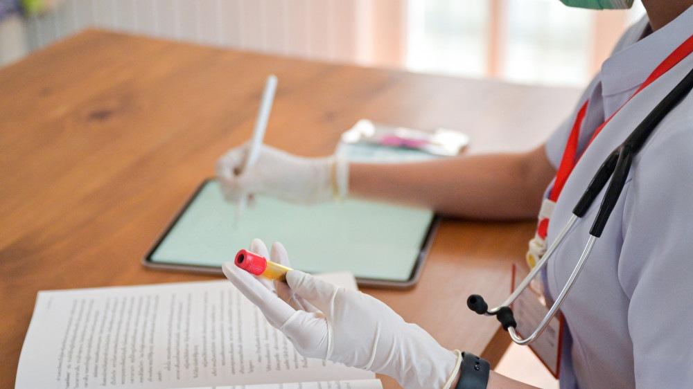 В отношении тверских медработников возбудили уголовное дело за махинации с вакцинацией