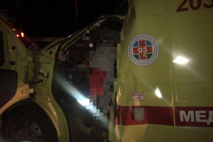 Водитель и фельдшер «скорой» погибли в ДТП с припаркованным КамАзом