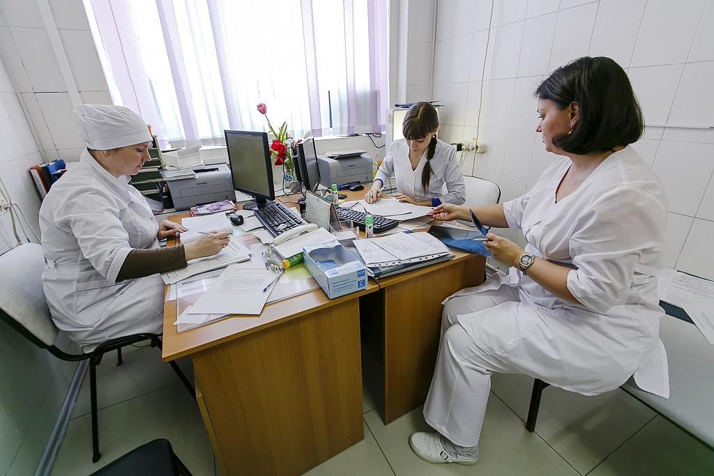 Проект по повышению зарплат медикам перенесли на месяц позже