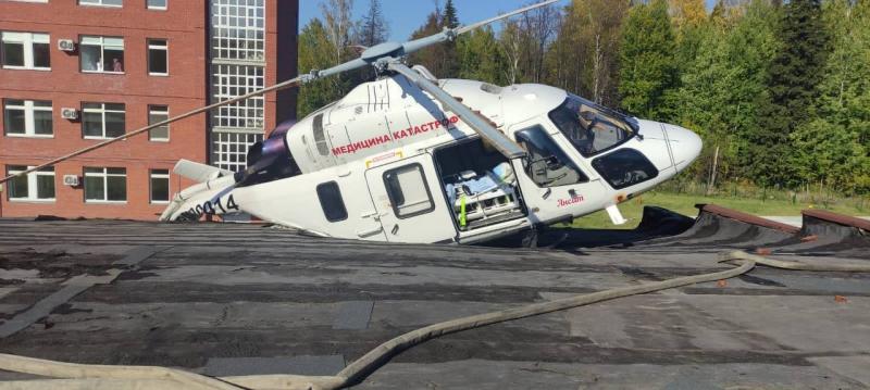 Вертолёт санавиации частично разрушился при аварийной посадке на РКБ № 1