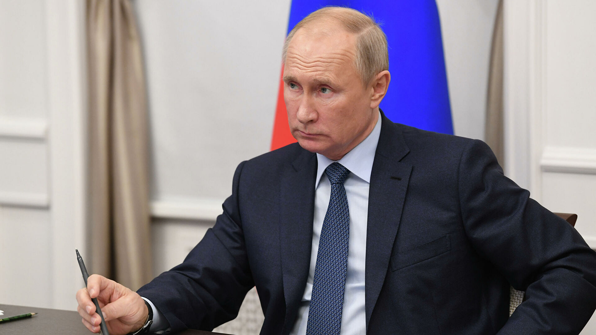 Путин призвал депутатов терпеливо и мягко призывать людей вакцинироваться